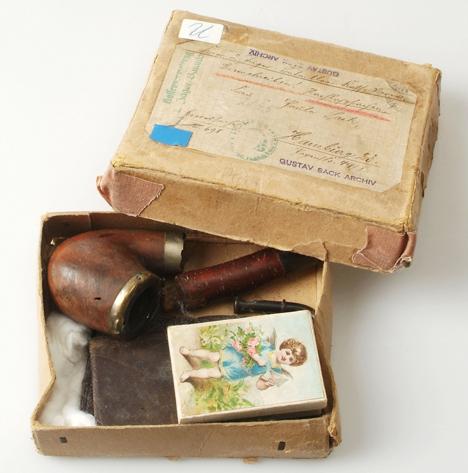 Le paquet de la Poste reçu par paula Sack contenant les objets que portait son mari sur lui à sa mort sur le front roumain