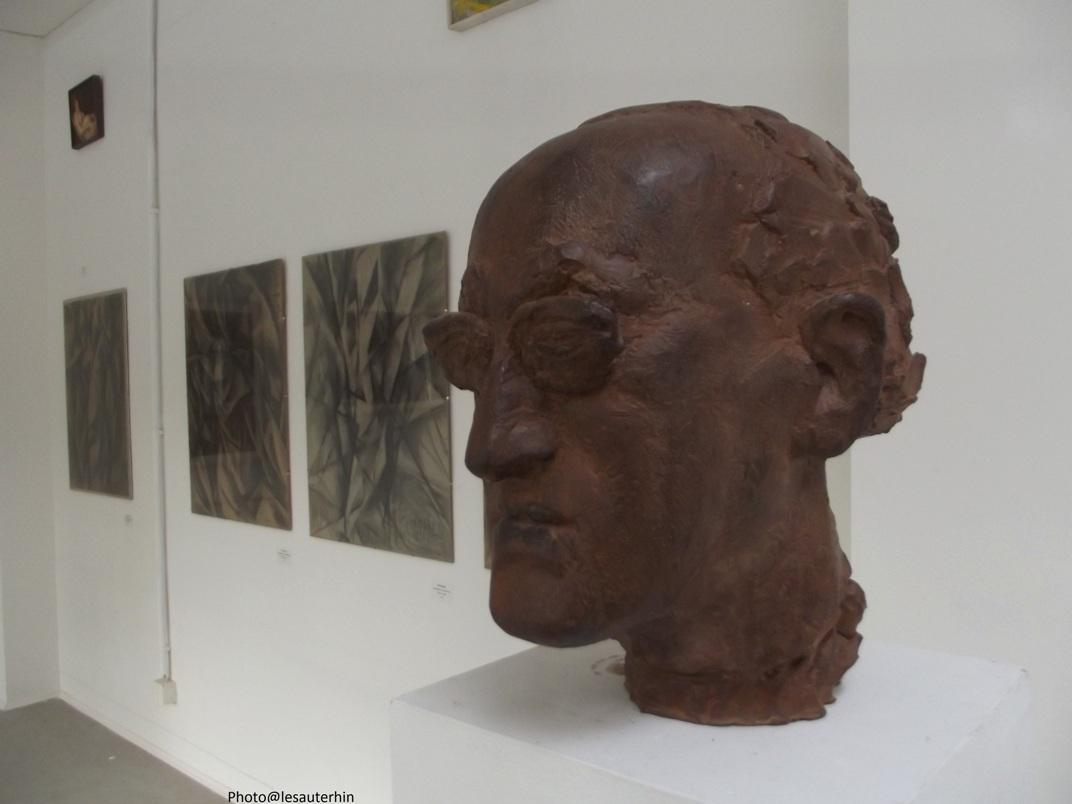 Portrait de Heiner Müller par Florian Flierl (Bronze 1998). Photographié à la galerie Flierl à Berlin dans l'exposition Mit den Augen messen (Mesurer avec les yeux) rassemblant des travaux des élèves de Josep Renau, un peintre espagnol qui avait été directeur des Beaux Arts de la République espagnole et s'était installé en RDA en 1958 / http://www.f-flierl.de/