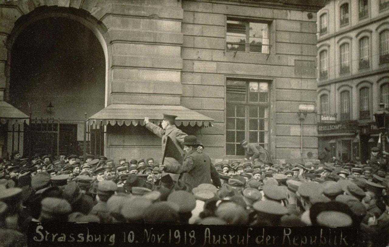 Proclamation de la République  Place Kléber à Strasbourg 10 novembre 1918