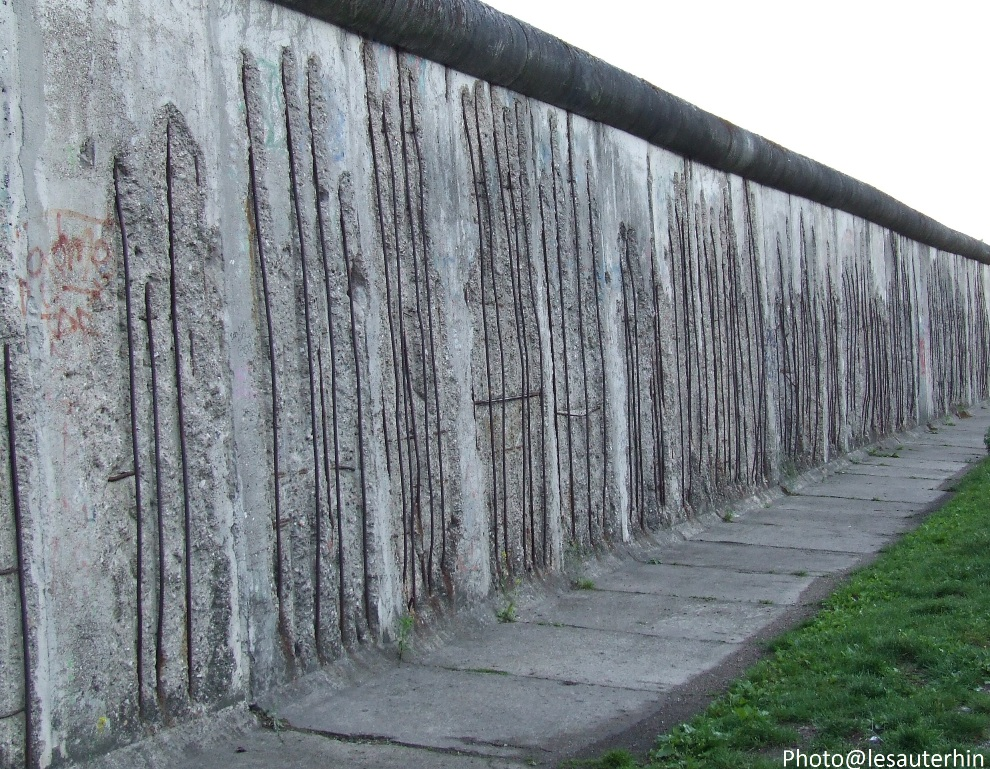 chute du mur de berlin pour la premi re fois dans l histoire un v nement est annonc dans. Black Bedroom Furniture Sets. Home Design Ideas