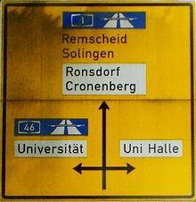 On devrait lire Uni-Halle, halle de l'université et non Uni Halle, université de Halle