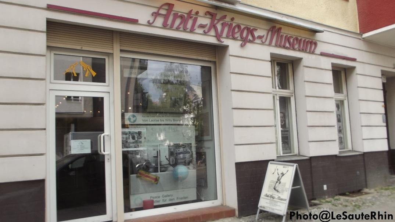 Anti-Kriegs-Museum = Musée anti-guerre.