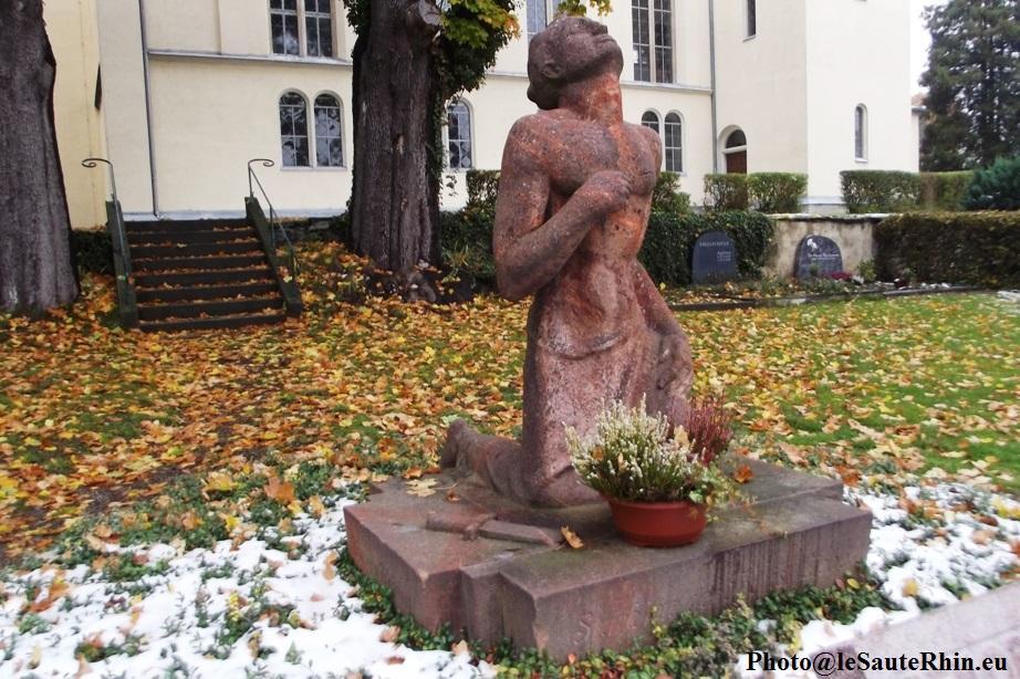 Monument aux morts dans le cimetière d'Eppendorf ( Octobre 2015)