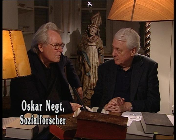 Image extraite du film. A gauche : Oskar Negt. A droite : Alexander Kluge